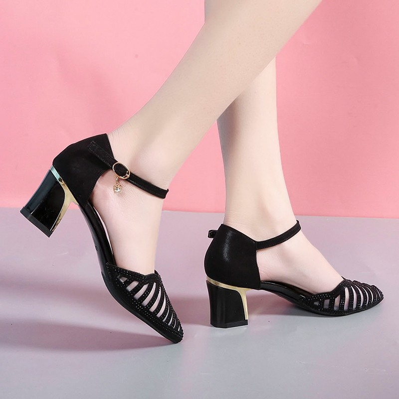 Ho Heave Shoes Women Comforty Pumps Women Fashion Leisure Ventilation Buckle Strap Shoes Square Med Heel Pointed Toe Lady Pumps