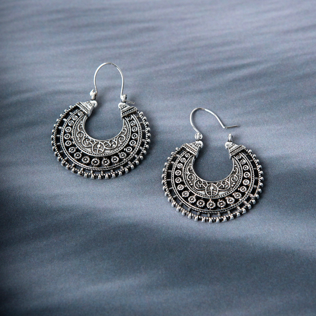 E045 Vintage Hollow Hoop Earrings Bohemian Style Round Circle Earrings Women Gif