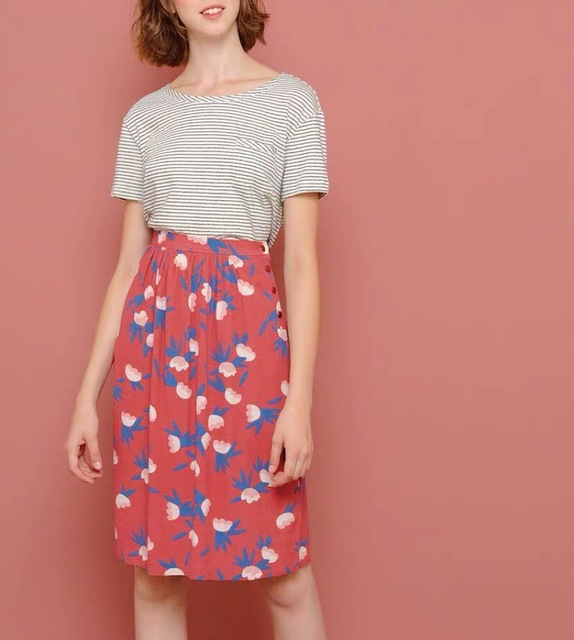 Nueva falda de longitud media de línea A falda de Jupe Emiko Tokyo en Falda estampada de crepé de viscosa de cintura alta con botones atractivos