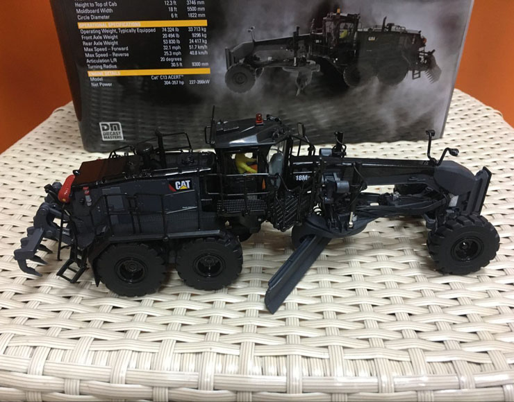цена на Rare-Caterpillar Cat 18M3 Motor Grader Special Black Finish By DieCast Masters #85522