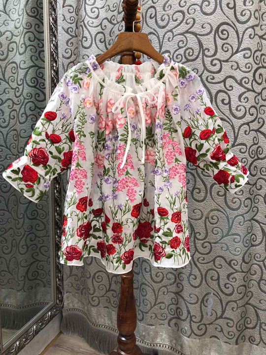 2009 Summer Dress New Female Neckline Drawing Embroidery Paired Middle Sleeve Loose Top 525