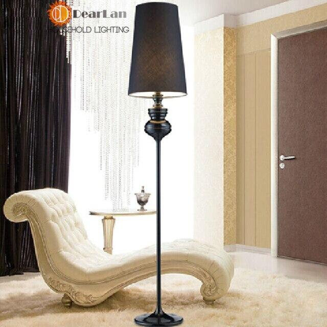 Camera da letto classico moderno amazing elegante interni for Lampada da terra per camera da letto