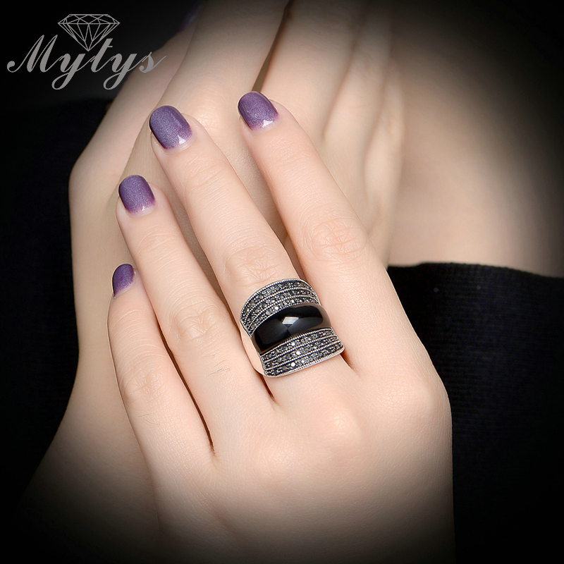 Mytys Black Ring Crystal Invisible Setting Retro Rings For Women R1023