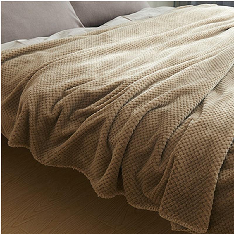Купить с кэшбэком Neonatal Pure Color Flannel Blanket Two-sided Fluffy Baby Blanket Crib Accessories A Swaddling Blanket Bath Blanket 70 * 100 Cm