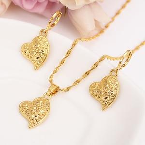 Gold Dubai India heart flower