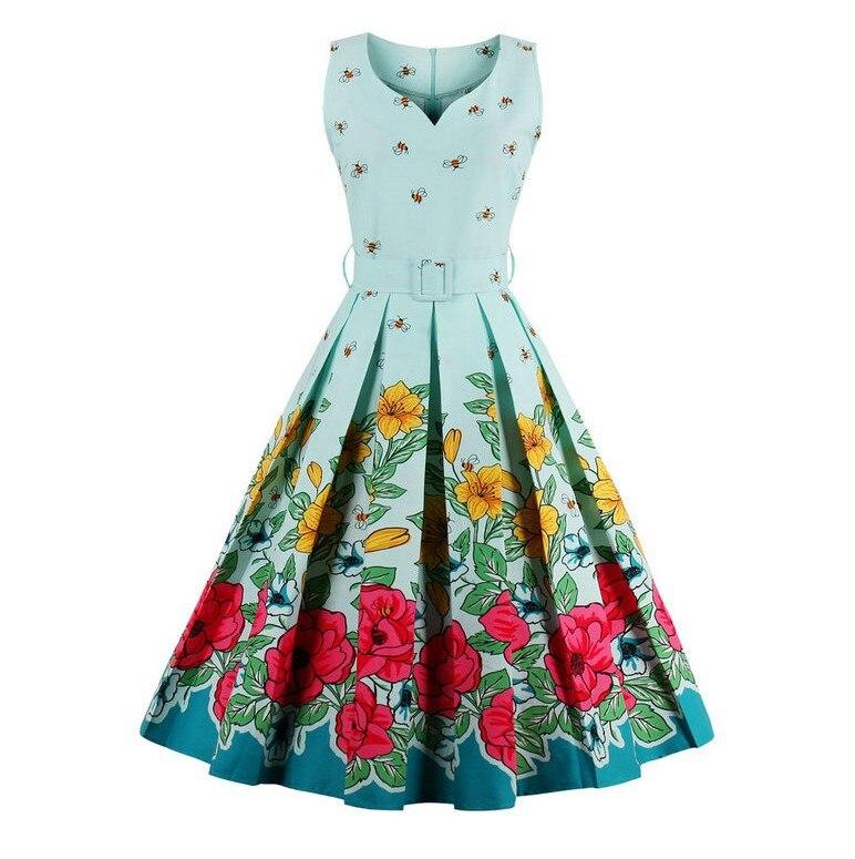 Une robe sans manches à col en v avec une taille large est en vente en 2018