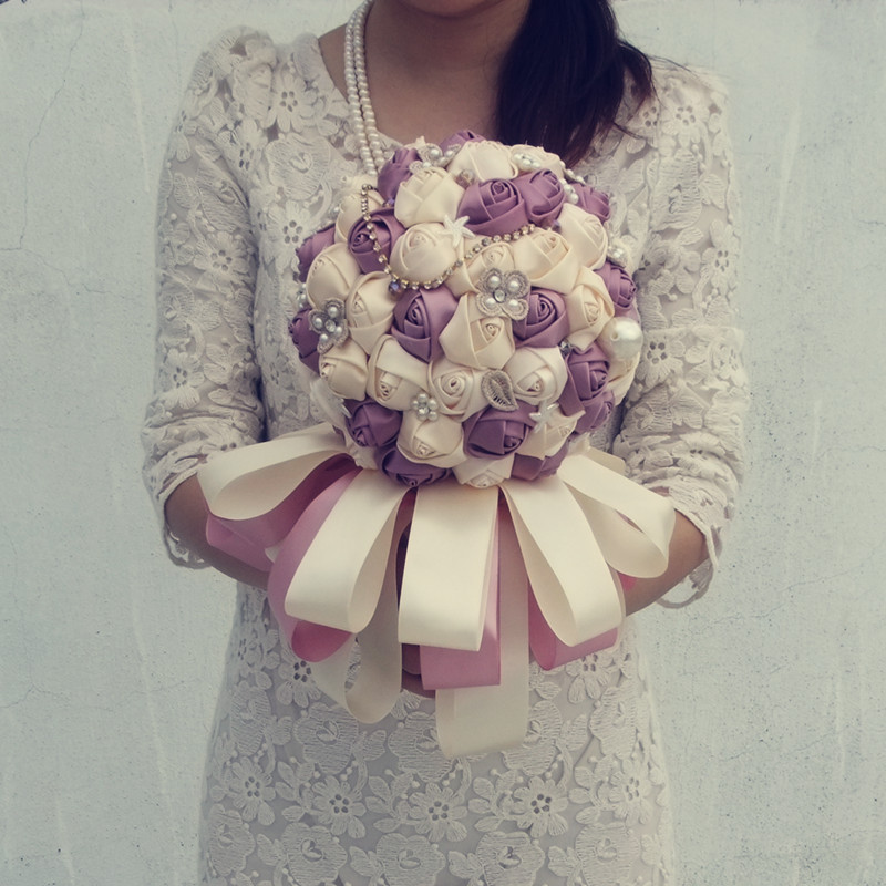 Exquisite High-end Pearl String Artifical Wedding Bouquet Bridesmaid Hand Holding Flower Love for All Seasons Silk Flowers