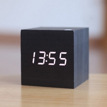 e9fca82a0d6 Mini LED Controle de Voz Relógio Luminoso Relógio Eletrônico Relógio de Madeira  Alarme De Madeira Relógio