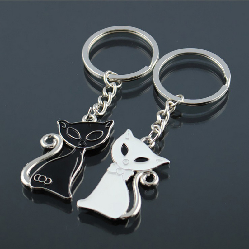 2018 Hot Sale Cute Couple Cat Keychain for Lovers Alloy Fashion Enamel Trinket Ring For Car Key Chain The Birthday Gift llaveros milesi lovers keychain pairs of kiss pig key holder fashion keyring trinket car keys pendant cute present for couple k0238