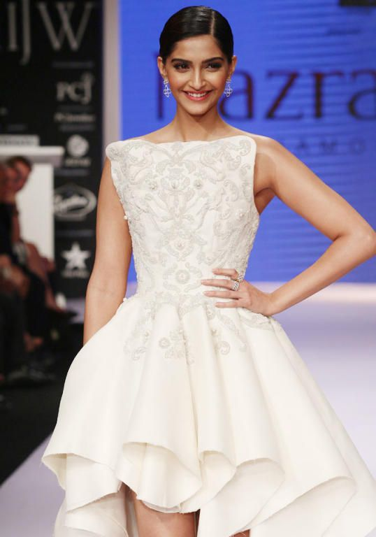 Famous Bollywood Actress Sonam Kapoor in Ashi Studio Couture Prom ...