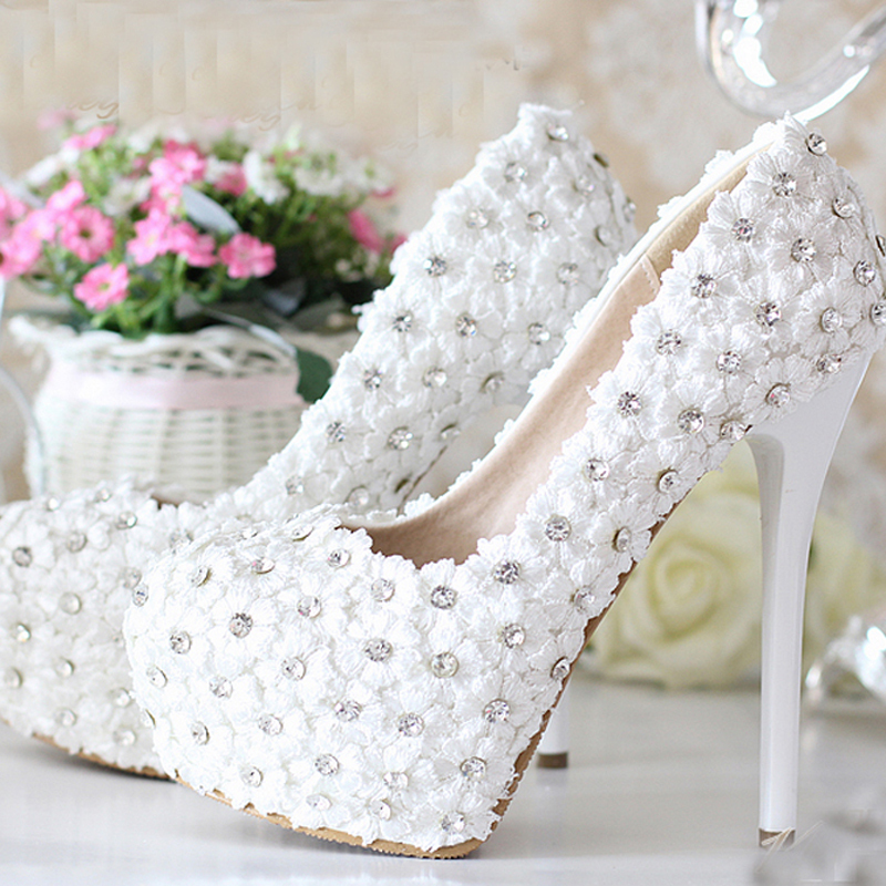 ФОТО White Heel-heeled Wedding Shoes Lace Flowers with Rhinestone Bling Bling 5 Inches Heel Prom Party Shoes Bridesmaid Shoes