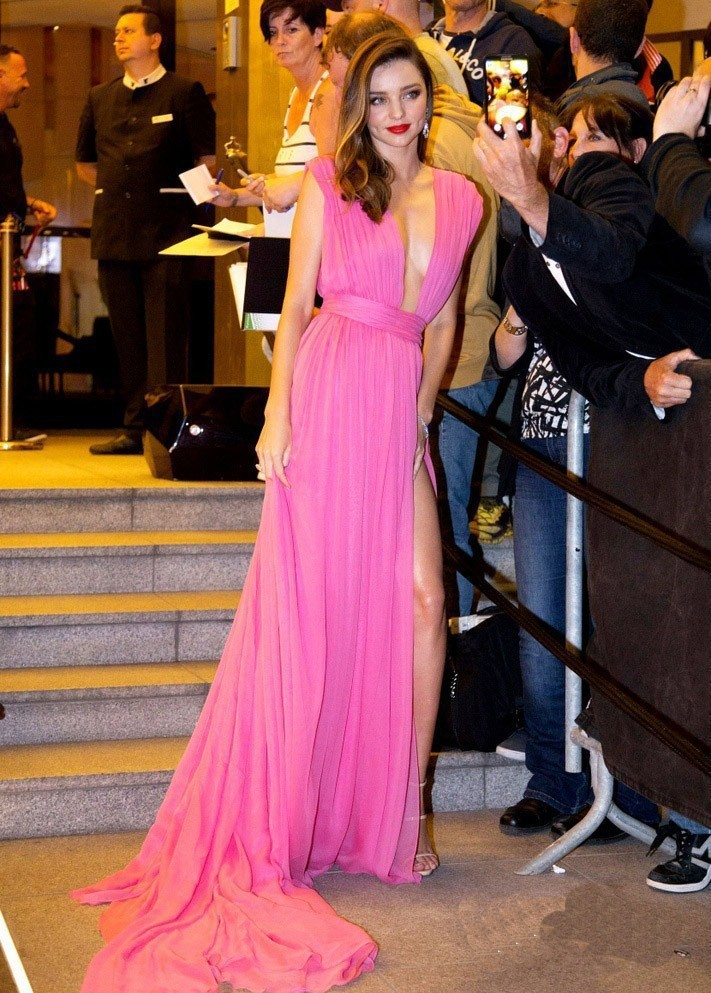 Sexy V-neck Sleeveless Pink Celebrity Dresses Inspired By Miranda Kerr 2019 New Short Front Long Back Red Carpet Prom Dress Celebrity-inspired Dresses