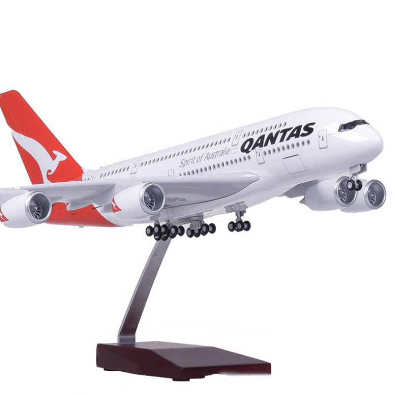 1/160 Scale 50.5CM Airplane Airbus A380 QANTAS Airline Model W Light and Wheel Diecast Plastic Resin Plane For Collection