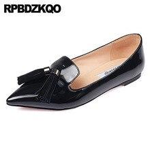 Frauen Kleid Schuhe Quaste Patent Leder Metallic Spitz Schwarz Spiegel China Faulenzer Fringe Britischen Stil Große Größe Wohnungen