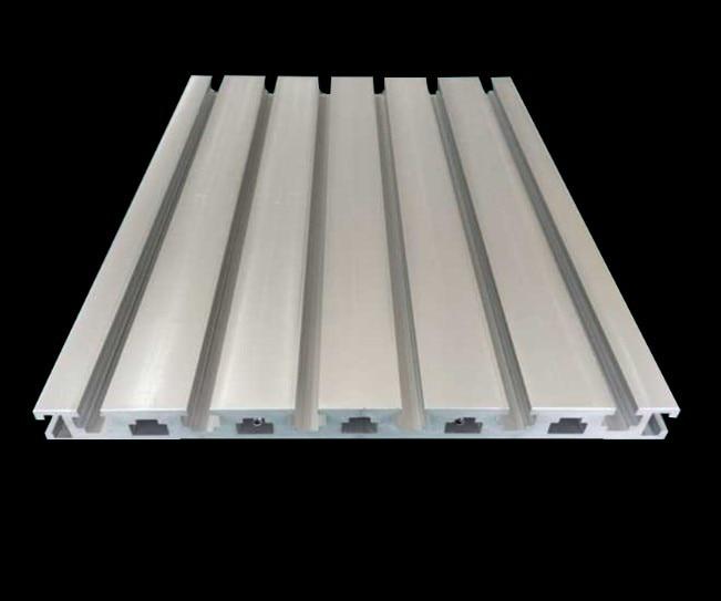 Profil en aluminium industriel pour la Table fonctionnante de Rail de Guide de Center de Machine de gravure de CNC épaisseur de 20mm haute résistance 1420*240mm