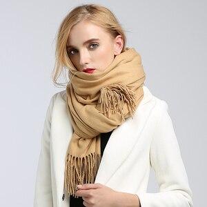 Image 4 - Sciarpe delle donne di alto modo 2018 solido verde viola scialli e involucri della sciarpa poncho mantelle hijab delle donne del cotone caldo di lana sciarpa