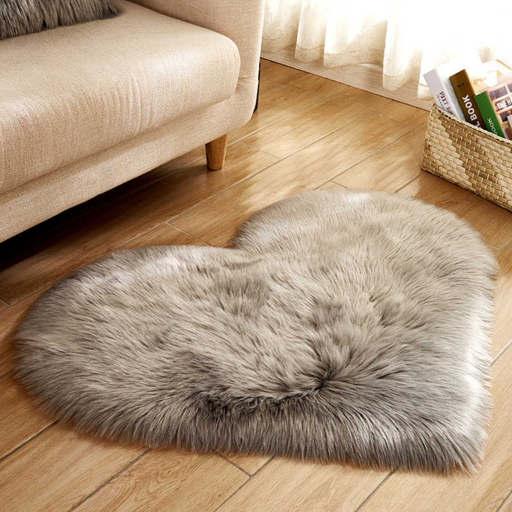 Plush Blanket Imitation Wool Heart Shape Rugs Non Slip Fluffy Living Room Mat Home Decoration Soft Bedroom