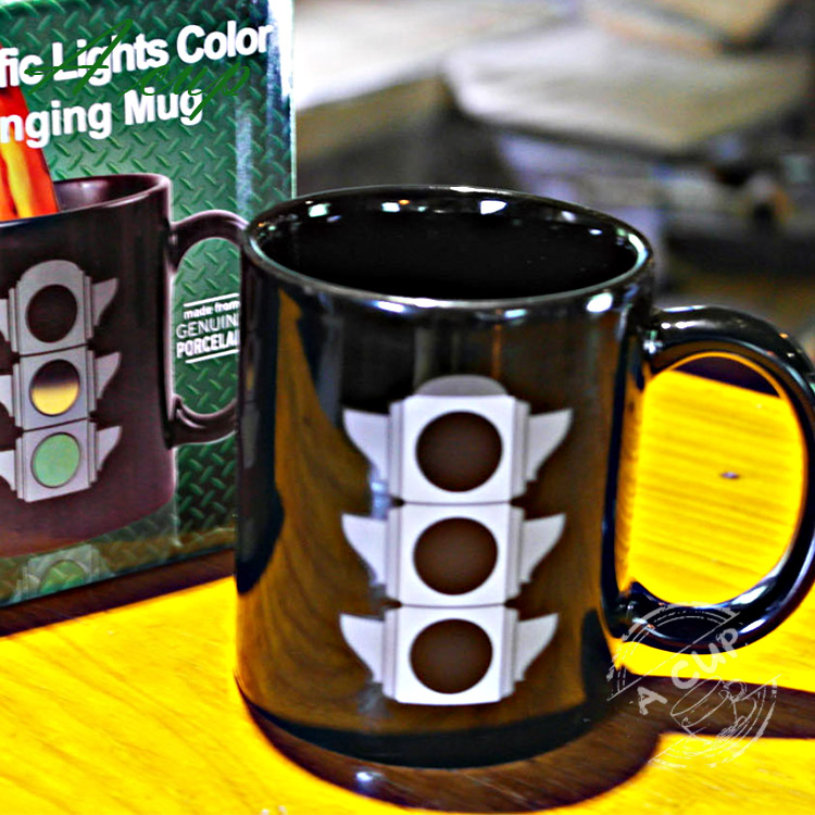 1Pcs 350ml Magic Ceramic Tea Coffee Mug Creative Traffic Lights Color Change Mug Funny Novelty for Friend Lover Families Gift