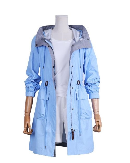 Women outdoor leanthin travel coat coat waterproof breathable in the long section of the cap coat woman the woman in the photo