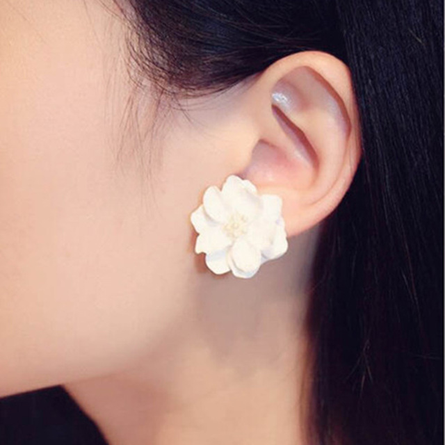 ISINYEE Bohemian fashion flower pearl crystal stud earrings for women girl elega