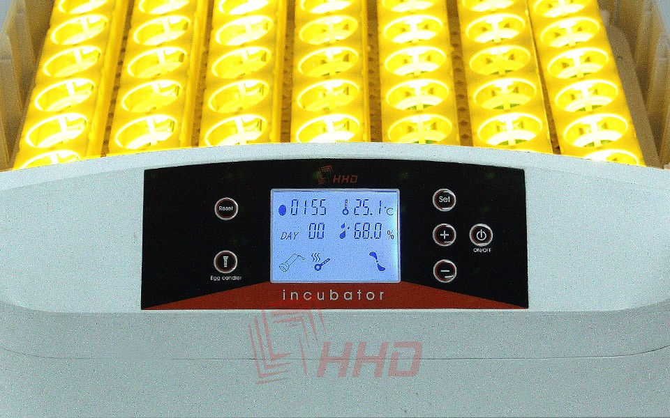 Инкубатор на 32 яйца, автоматический.