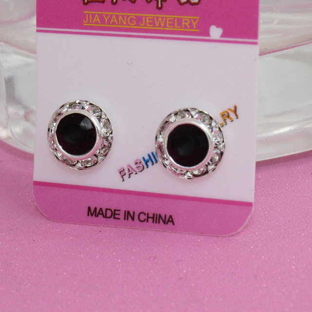 a2dbb7abe2887 US $1.69 |2pcs Fashion Magnet Earrings round black white crystal Magnetic  Clip Stud Earrings Magic Titanium Steel jewelry for Mens Women-in Stud ...