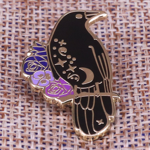 Crow flower brooch horror raven badge Goth witchcraft pins black animal art jewelry magic gift Halloween accessories(China)