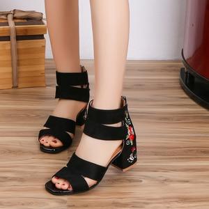 Image 2 - Lucyever 2019 Bordados Mulheres Verão Sandálias de Flores Quadrados Sapatos de Salto Alto Cinta Fivela Casuais Sandálias Gladiador para a Mulher