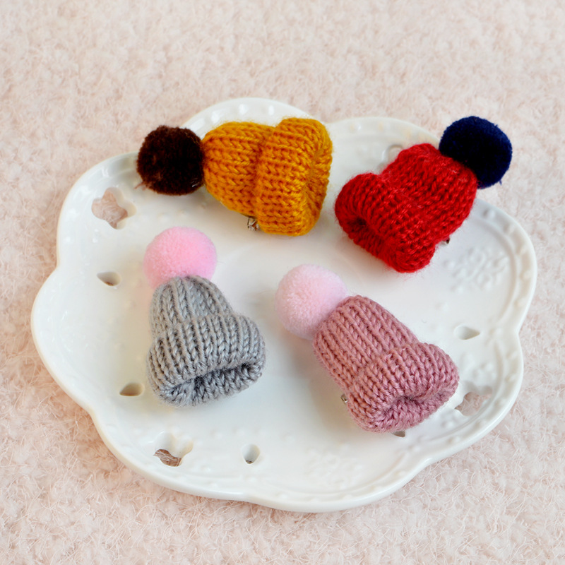 2018 New Love Couples Knitted Hats Colorful Loveer Hats Cartoon Brooches Sweaters Hangouts Denim Jackets Collar Needles Jewelry