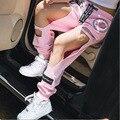 2016 Harajuku Rosa Bordado Personalizado BF Gran Agujero Suelta Pantalones Harén de Verano Pantalones Casuales Marea Femenina Hollow 1352