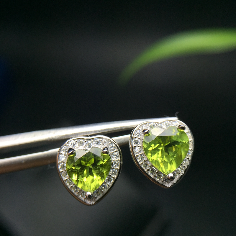 Simple, fashionable, exquisite, compact, 925 silver, natural olivine ear studs, lady charm.