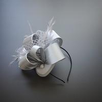Boże narodzenie Dom W Stylu Vintage Kobiety Satin Kwiat Pióro Chluba Hairband Party Pokaż Kobiety Turban Top Hat Fascinator Ślubne