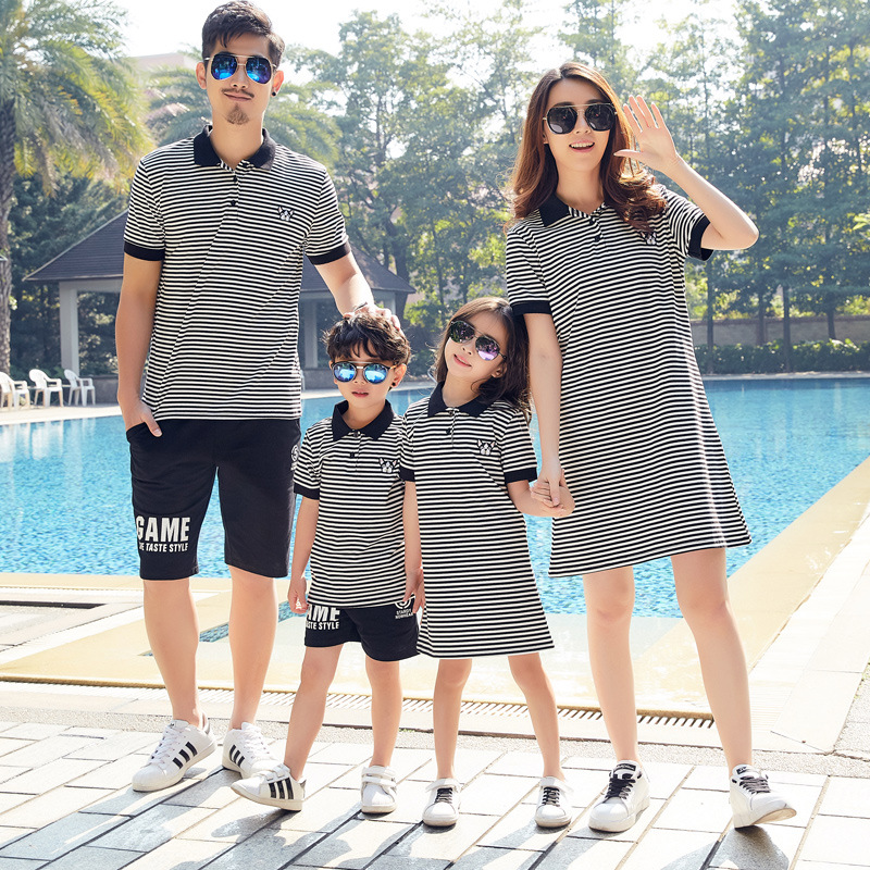 Matching Family Outfits 2019 Summer Cotton Striped Mother And Daughter Dress Father And Son T Shirts Family Looking Clothes