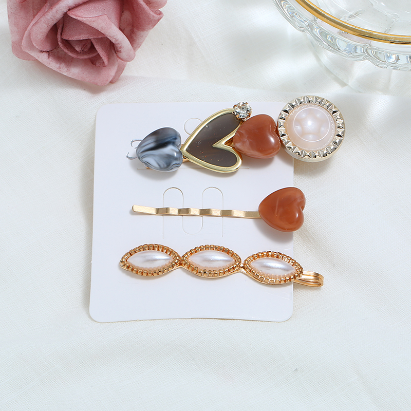 Korea Vintage Acrylic Resin Hairpins Imitation Pearl Metal Gold Hair Clips Heart Crystal Hairgrip Hair Accessories For Women in Hair Jewelry from Jewelry Accessories