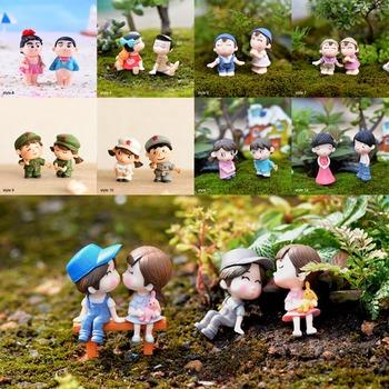 Chłopiec dziewczyna Home Decor miłośnicy Sweety para krzesło figurki miniaturowe terraria wróżka mech ogrodowy zabawka dla dzieci rzemiosło żywiczne tanie i dobre opinie Ludzi Nowoczesne