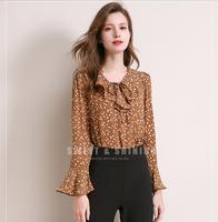 Мода темперамент рубашка женские, с расклешенным рукавом Футболка с цветочным принтом весенняя, летняя шифоновая рубашка с длинными рукава