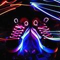 2 шт. flash значок свечение шнурки Свет СВЕТОДИОДНОЙ вспышкой шнурки Красочные партия забавные игрушки светящиеся Шнурки танец фестиваля велоспорт