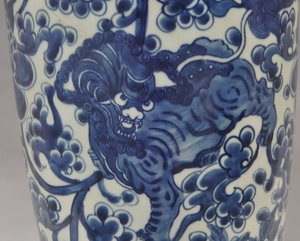 china blue&white porcelain Glaze Kirin foo dog beast statue Tanks Crock pot jar