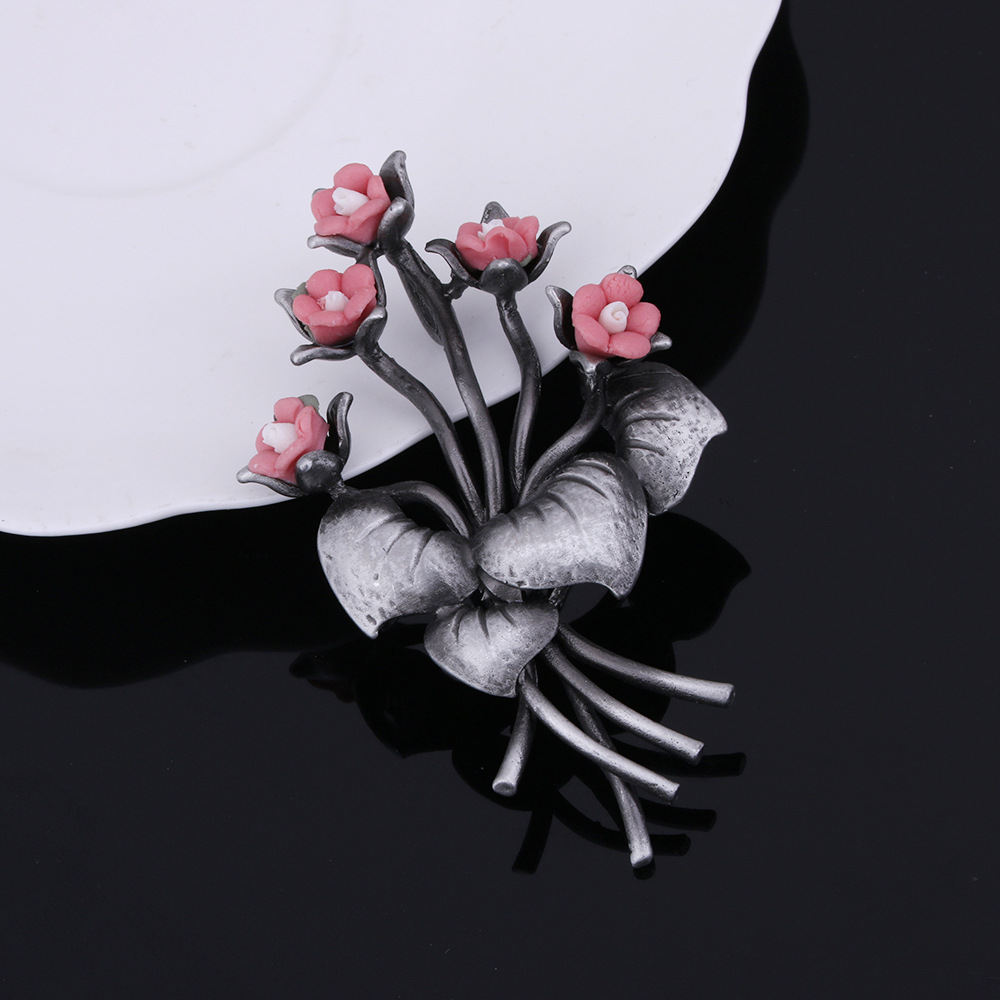 JUJIE Fashion Flower Brooches For Women 2018 Vintage Pink Lapel For Pendants Hot Sale Retro Palace Style Brooch Plant Jewelry