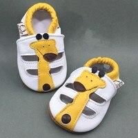 キャラクタースリップオン乳母車シューズ若い男の子黄色キリン赤ちゃん夏靴ソフト100%本革通気性幼児モカシ