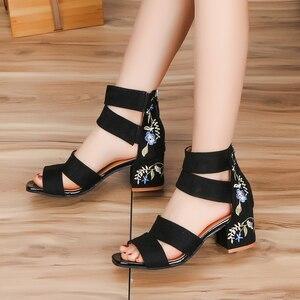 Image 3 - Lucyever 2019 Bordados Mulheres Verão Sandálias de Flores Quadrados Sapatos de Salto Alto Cinta Fivela Casuais Sandálias Gladiador para a Mulher