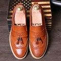 Del ocio del mens home office vestidos bullock shoes resbalón de cuero de vaca tallada brogue oxfords zapato de plataforma pisos loafers borla hombre