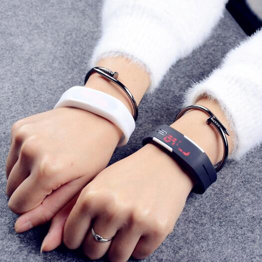2018 Fashion Creative Luxury LED Electronic outdoor Sport Watch Thin Men Girl Sports Silicone Digital LED