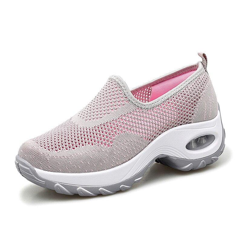 LING KING Plus rozmiar wiosna jesień kobiety buty w stylu casual oddychająca siatka leniwe buty Slip On panie trampki wysokość zwiększenie buty