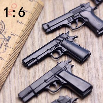 1 6 żołnierze pistolety Model Ornament plastikowy pistolet pustynne jastrzębie Walter Browning wojskowe sceny piaskownicy dla 12 #8222 figurka tanie i dobre opinie Z tworzywa sztucznego Film i telewizja 1 6 Gun Mode 6 lat Unisex need to assemble