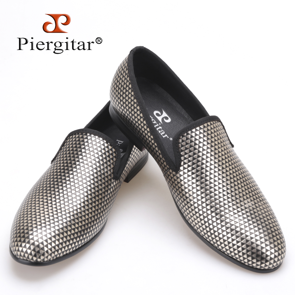 2017 new Pyramid three color loafer executed in nubuck with an embossed rubber print Boasting 3D effect men handmade dress shoes