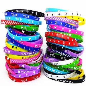 Image 1 - 100Pcs Kids Siliconen Armband Polsbandje Kinderen Jongen Meisje Diverse Kleuren Liefde Bangle Familie Party Gift Mix Stijlen Groothandel