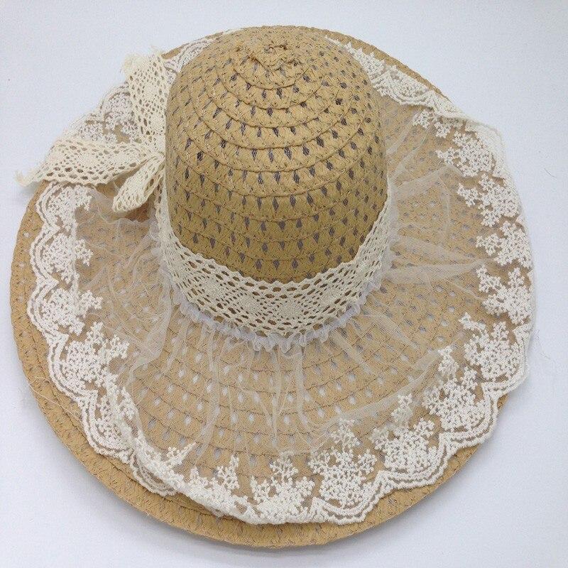 Chapeau de paille et dentelle