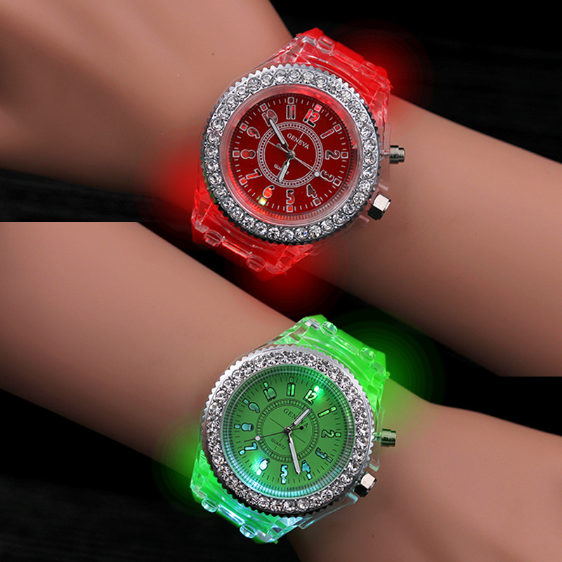 2019 Hot Sale Student Protection Children's Skin Soft Silicone LED Watch Fashion Rhinestone Quartz Children's Cartoon Watch
