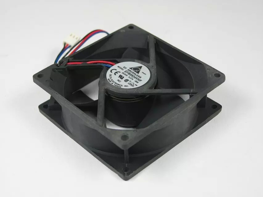 Free Shipping For DELTA EFB0924VHF, -R00 DC 24V 0.27A 3-wire 3-pin connector 100mm 90x90x32mm Server Square Cooling fan free shipping for delta afc0612db 9j10r dc 12v 0 45a 60x60x15mm 60mm 3 wire 3 pin connector server square fan